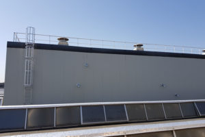 Installazioni di parapetti di protezione anti caduta